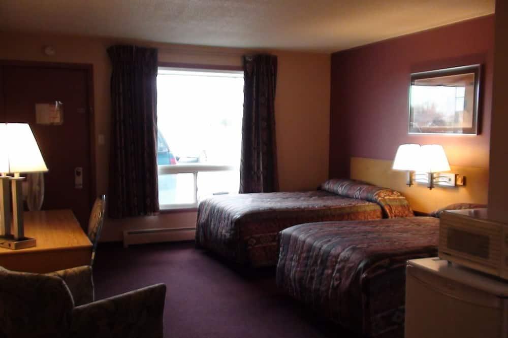 غرفة عادية رباعية - سريران مزدوجان - لغير المدخنين - ثلاجة وميكروويف - غرفة نزلاء