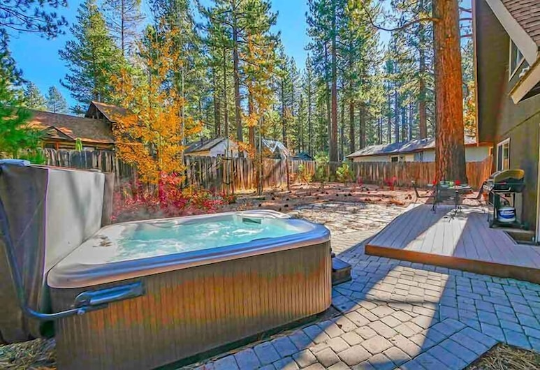 3542 Bobby Grey Circle 3 Bedroom Cabin, South Lake Tahoe, Wanna spa na zewnątrz