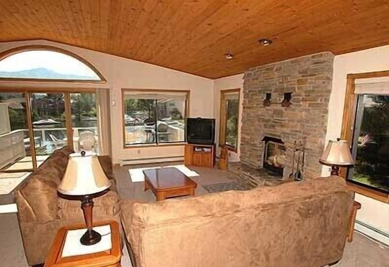478 Carson Court 3 Bedroom Home, South Lake Tahoe, House, 3 Bedrooms, Living Area