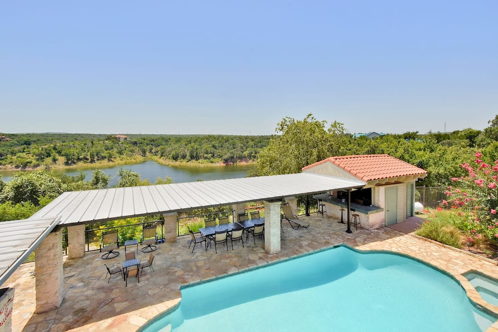 7BR 5 5BA Spicewood Sanctuary by RedAwning
