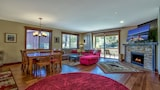 Foto di Modern Rustic Central Truckee 3BR Newly Built Home by RedAwning a Truckee