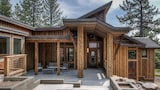 Foto di Tree Tops 4BR Mountain Home by RedAwning a Truckee