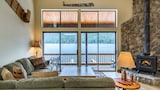 Foto di Lakefront North Lake Tahoe Condo by RedAwning a Truckee