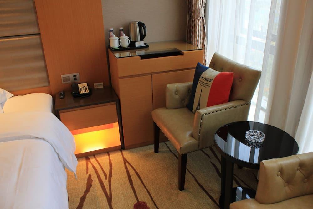 Deluxe Twin Room - Living Area