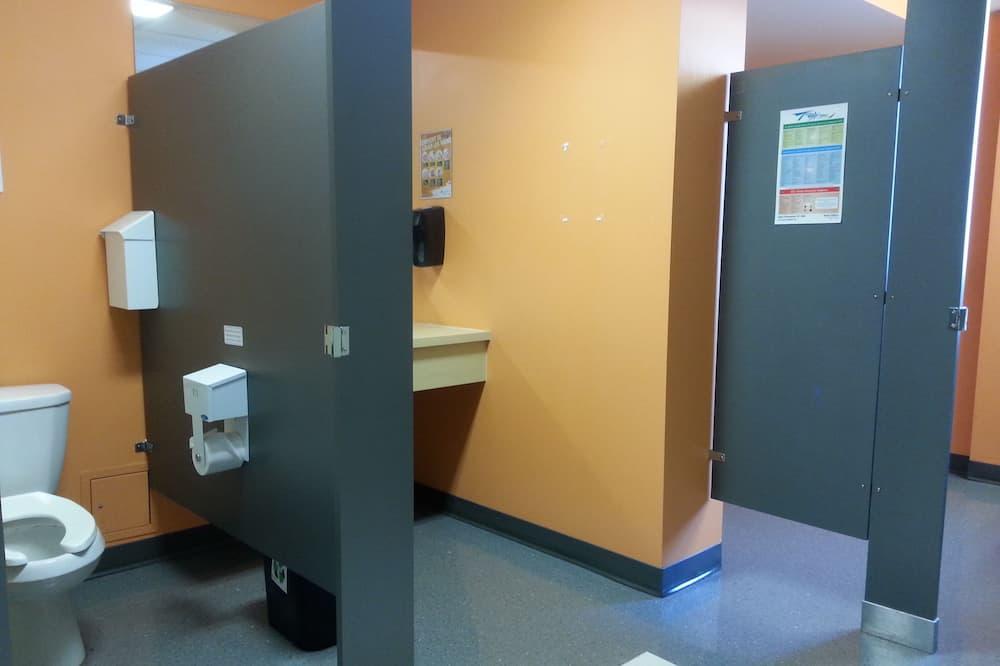 Delad sovsal - Basic - sovsal (män och kvinnor) - delat badrum - Badrum