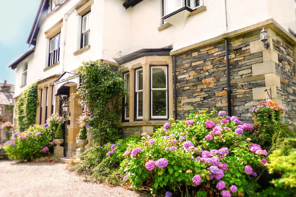 Chestnuts Guest House (Adults Only)