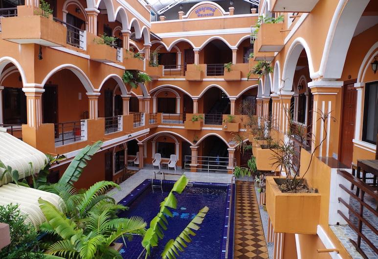 โรงแรมเอเพ็กซ์ เกาะกง, Khemarak Phoumin, สระว่ายน้ำกลางแจ้ง