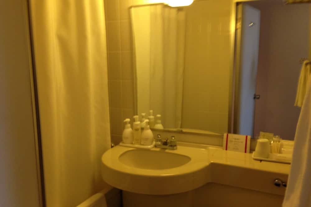 Deluxe Single Room, Smoking - Bathroom