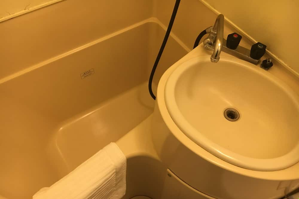 Standard Twin Room, Non Smoking - Bathroom