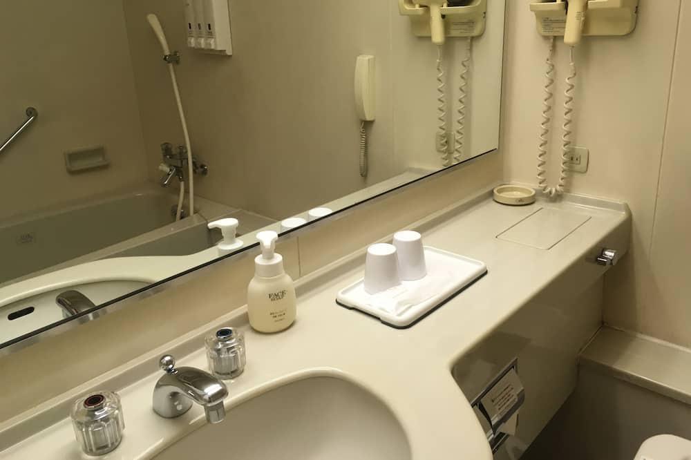 Deluxe szoba két külön ággyal, nemdohányzó (Deluxe Twin Room, Non Smoking) - Mosdó a fürdőszobában