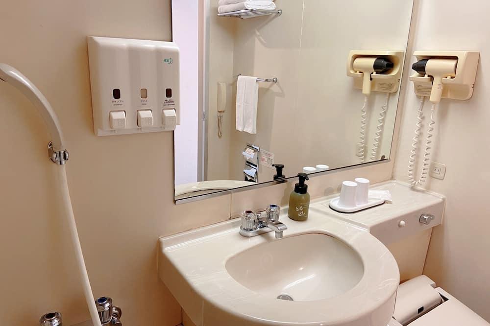 Basic szoba két külön ággyal, nemdohányzó (Basic Twin Room, Non Smoking) - Fürdőszoba