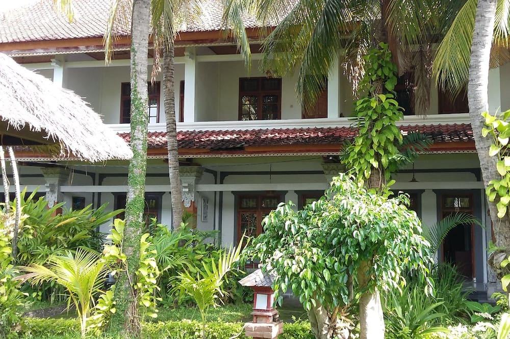 Padang Lovina Sea Side Cottage