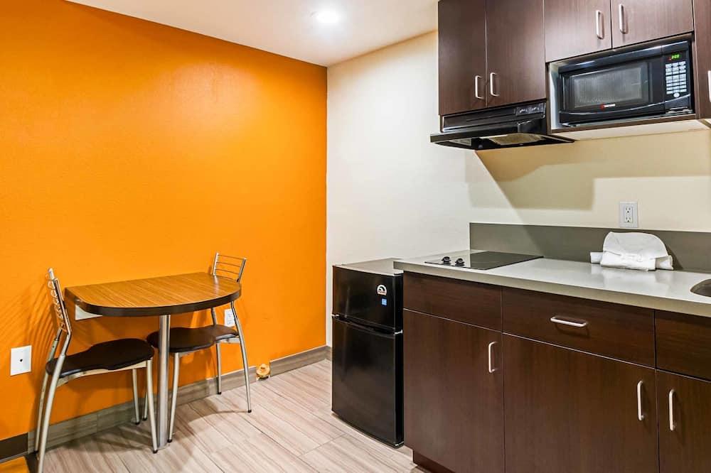 Habitación Deluxe, 1 cama King size, para no fumadores, cocina básica - Servicio de comidas en la habitación