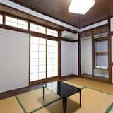 Standard Triple Room, Non Smoking, Shared Bathroom (Japanese Style) - Bilik Tamu