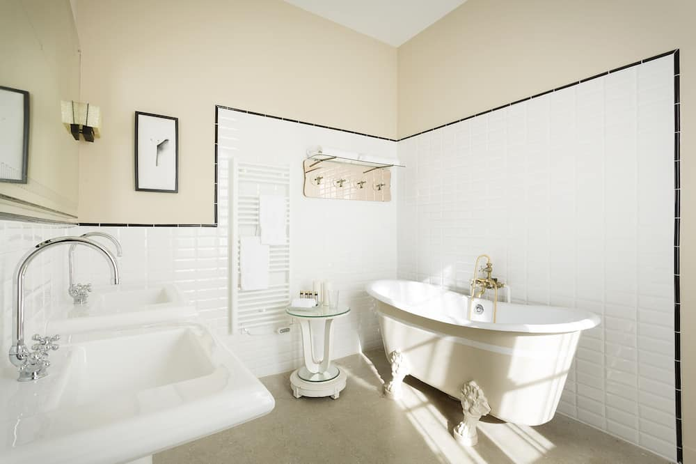 Superior Double or Twin Room, Park View - Bathroom
