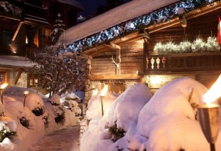 Hôtel Le Fer à Cheval, Megeve, Hotel Front – Evening/Night