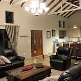 Ház, több hálószobával, kilátással a hegyre, medence melletti - Nappali rész