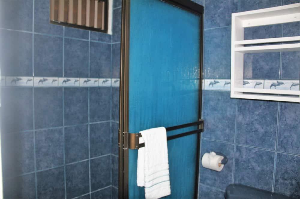 Standardna soba, 2 bračna kreveta, čajna kuhinja - Kupaonica