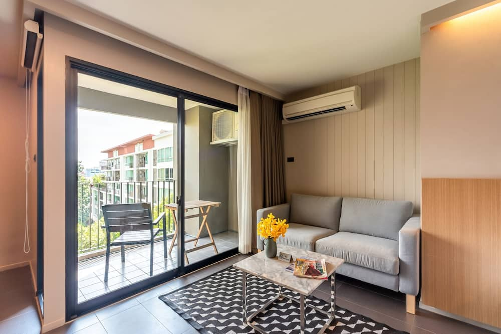 Premier Room, 1 King Bed, Non Smoking, City View - Living Room