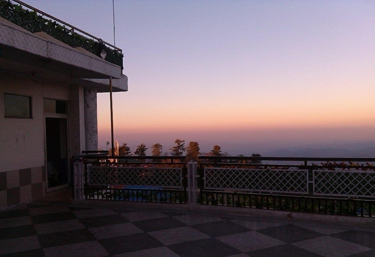 Hotel Move-N-Pick, Murree, Terrace/Patio
