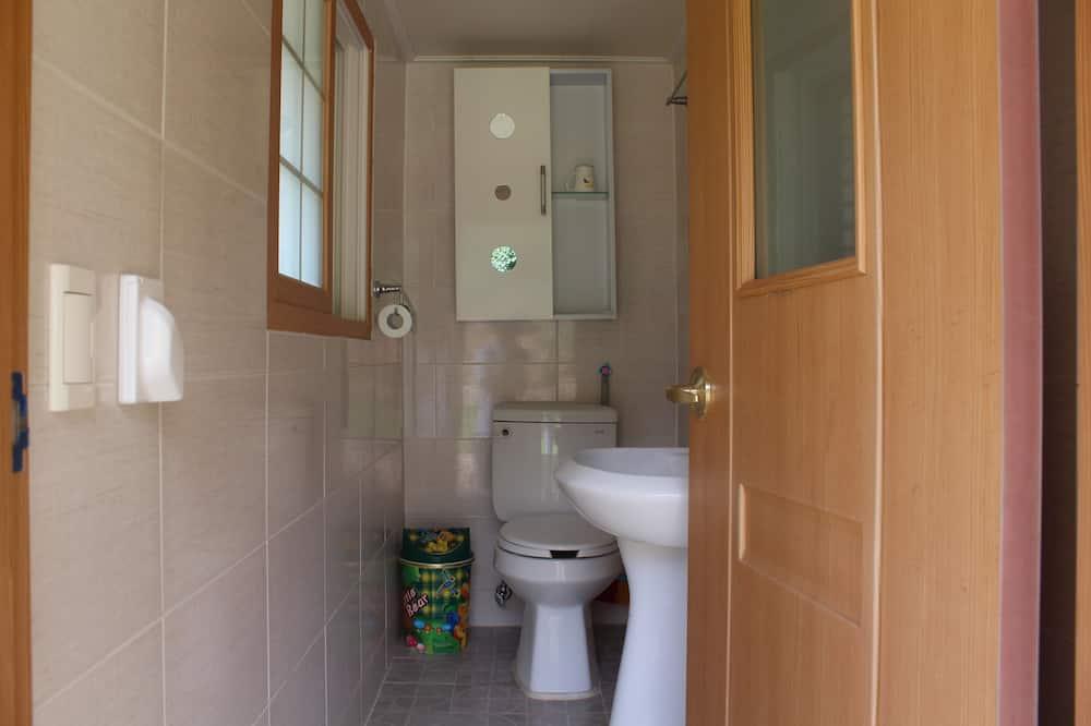 Traditional Room (Chaekbang) - Bathroom