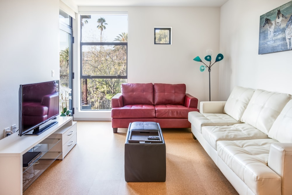 Lovely Hollywood U0026 Sunset Furnished Apartments, Sleeps 5 6 Guests, Los Angeles