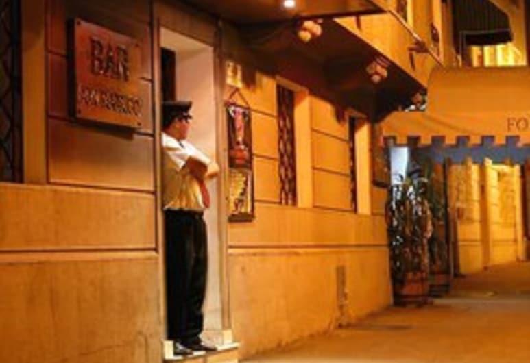 Foresta Hotel, Santiago, Hotellets front