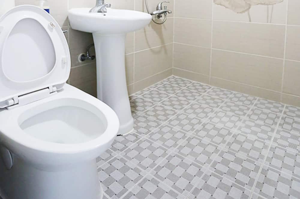 Загальне спальне приміщення, тільки для чоловіків (4-person) - Ванна кімната