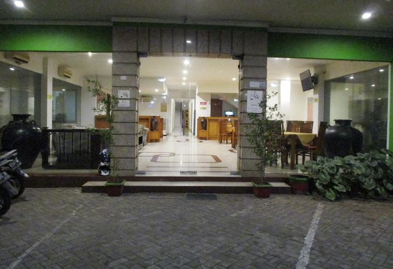 Hotel Caravan, Jakarta, Hotel Front
