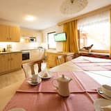 Comfort Apartment, 2 Bedrooms, Balcony, Mountain View (Kaiserberg, plus 30€ cleaning fee) - Living Area