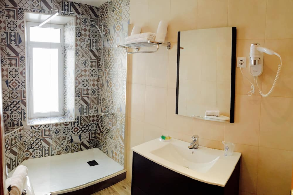 İki Ayrı Yataklı Oda - Banyo
