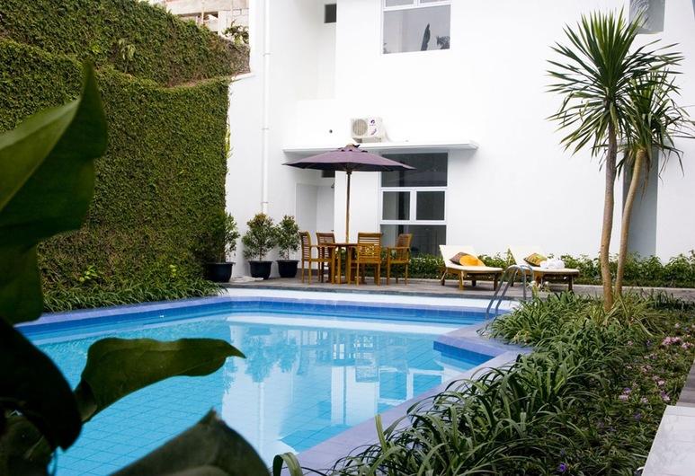 V Residence Kemang, Jakarta, Outdoor Pool
