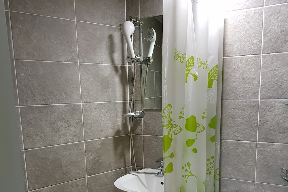 Shared Dormitory, Women only (4 persons) - Bathroom