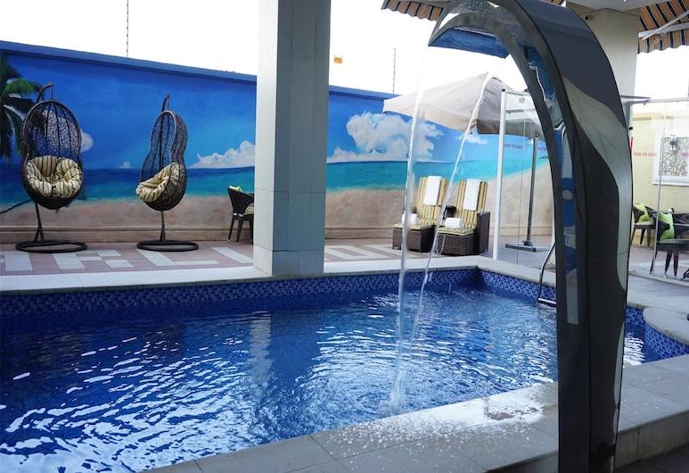 皮爾沃特套房飯店, 拉各斯, 游泳池