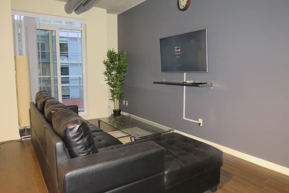 Standard Loft, 2 Bedrooms, Accessible, Patio - Living Room