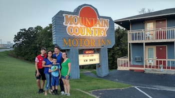Picture of Mountain Country Inn in Branson