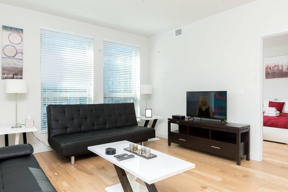 Aukštesnės klasės apartamentai, 2 miegamieji, virtuvė, vaizdas į miestą - Svetainės zona