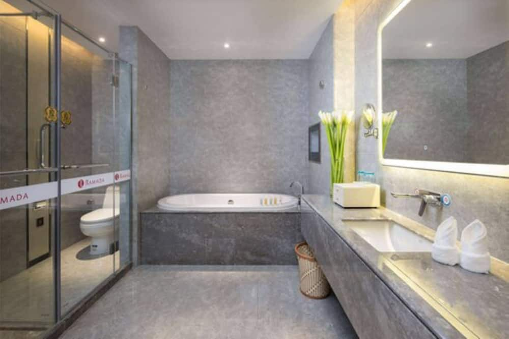 Улучшенный двухместный номер с 2 односпальными кроватями, для некурящих - Ванная комната