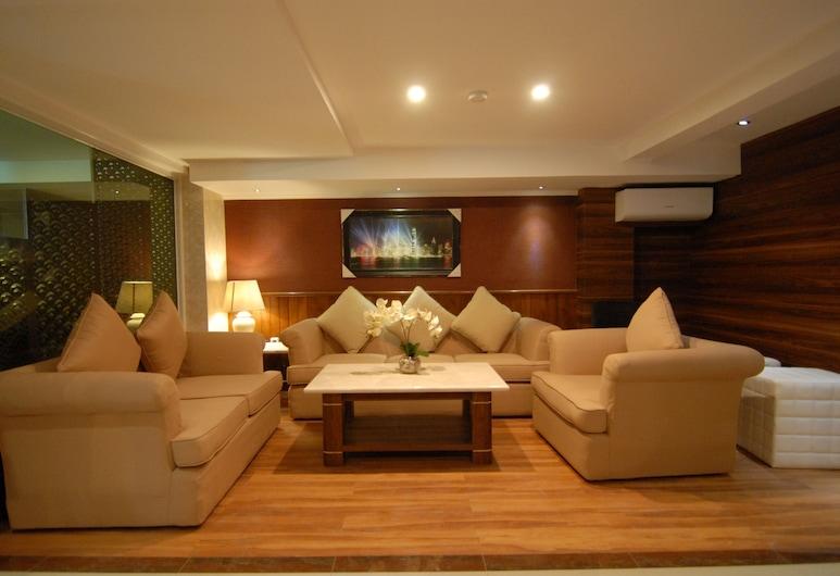 Grand Kasira, Jakarta, Lobby Sitting Area
