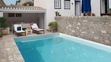 Choose This 3 Star Hotel In Hydra