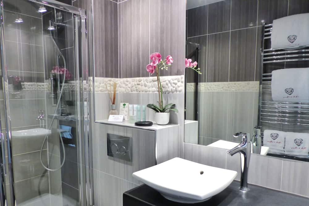 Deluxe Double Room, 1 Queen Bed, Mountain View, Mountainside - Bathroom