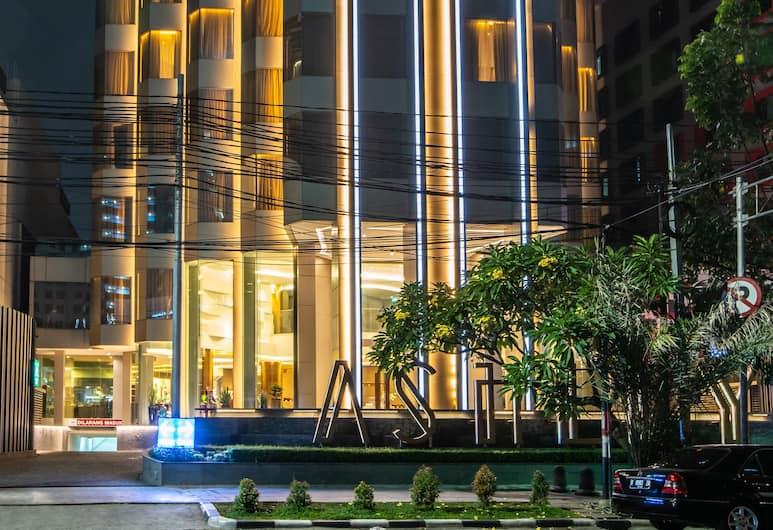 Ashley Hotel Jakarta, Jakarta, Bagian Depan Hotel - Sore/Malam