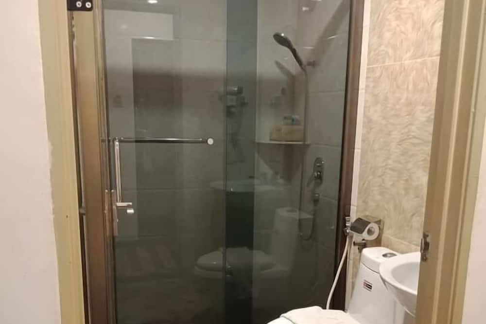 Super Standard Twin - Bathroom