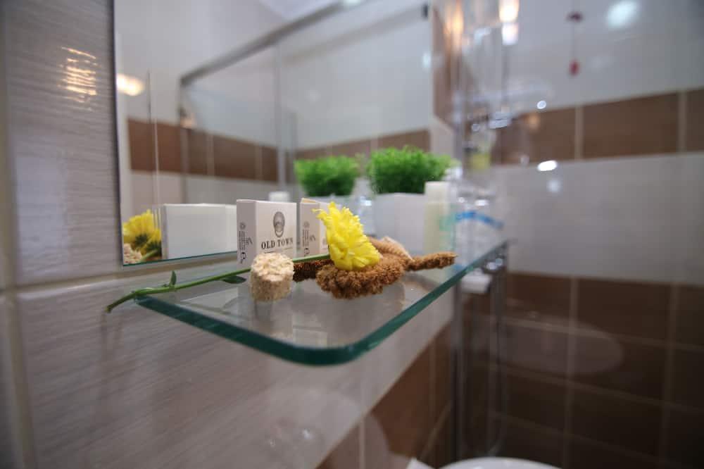 Стандартный двухместный номер с 1 двуспальной кроватью, вид на город - Ванная комната