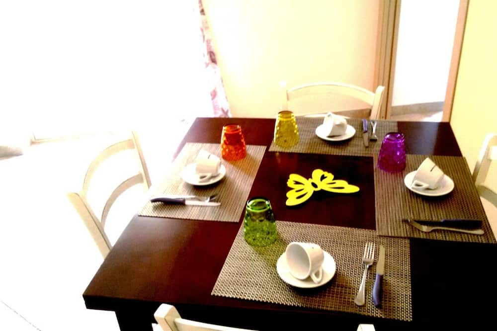 Comfort Apartment, 1 Bedroom, Balcony - In-Room Dining