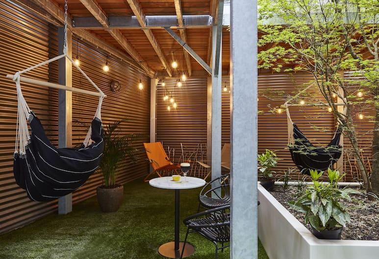 Hotel Indigo Antwerp - City Centre, Antwerp, Junior Suite, 1 Queen Bed, Guest Room