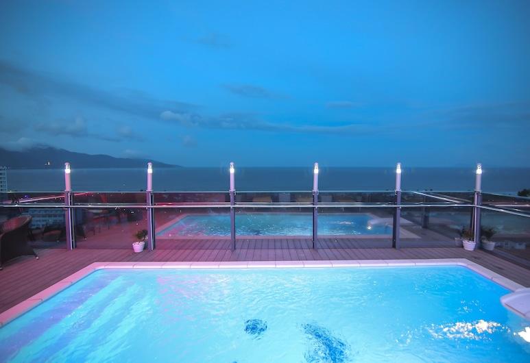 皇家胡伊飯店, 峴港, 室外游泳池