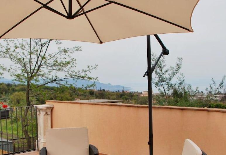 I Colori dell'Etna, Santa Venerina, Panoramic Apartment, 2 Bedrooms, Terrace/Patio