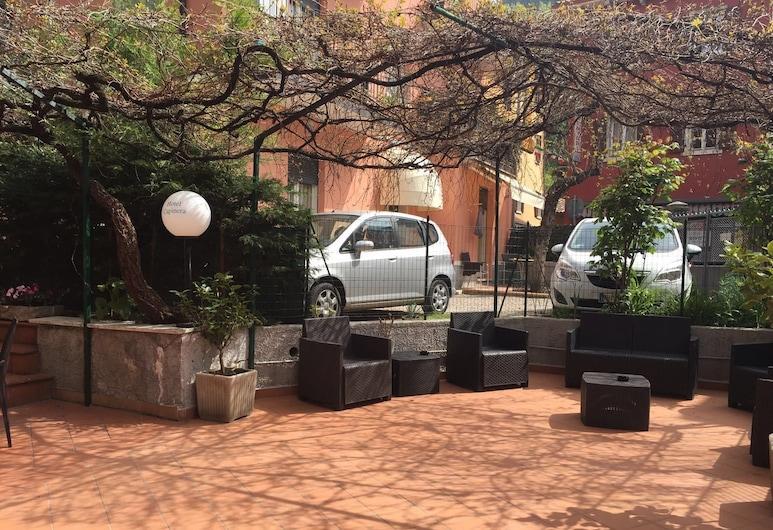 HOTEL CAPINERA, Garda, Patio