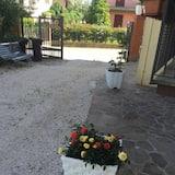Z zewnątrz
